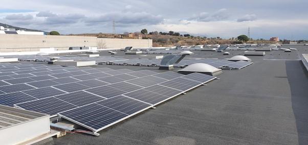 EMBAMAT instala placas fotovoltaicas para su autoconsumo con energía renovable