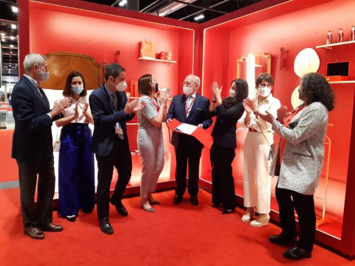 Alumnos de IADE ganan el concurso al Mejor Stand FITUR 2021 con superficies de ALVIC